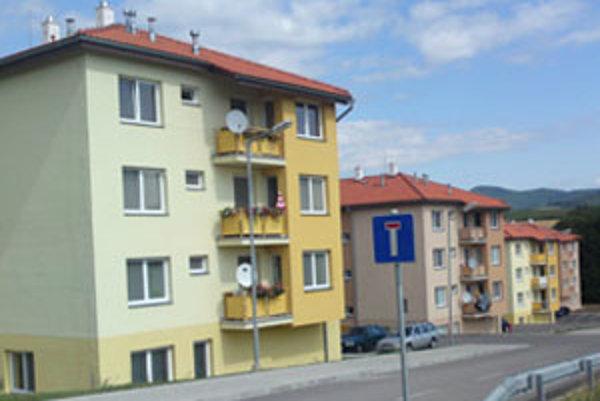Nové byty v Nitrianskom Pravne už majú svojich obyvateľov.