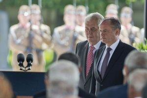 Prezident Kiska je na prvej zahraničnej ceste v MaďarskuSlovenský prezident Andrej Kiska (vpravo) na spomienkovej slávnosti pri Národnom pamätníku na Keresztúrskom novom verejnom cintoríne v Budapešti. Zľava český prezident Miloš Zeman. <br>