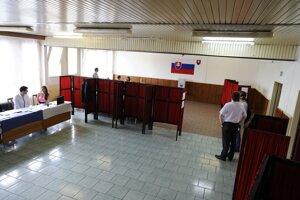 Volebná miestnosť na košickom Luniku.