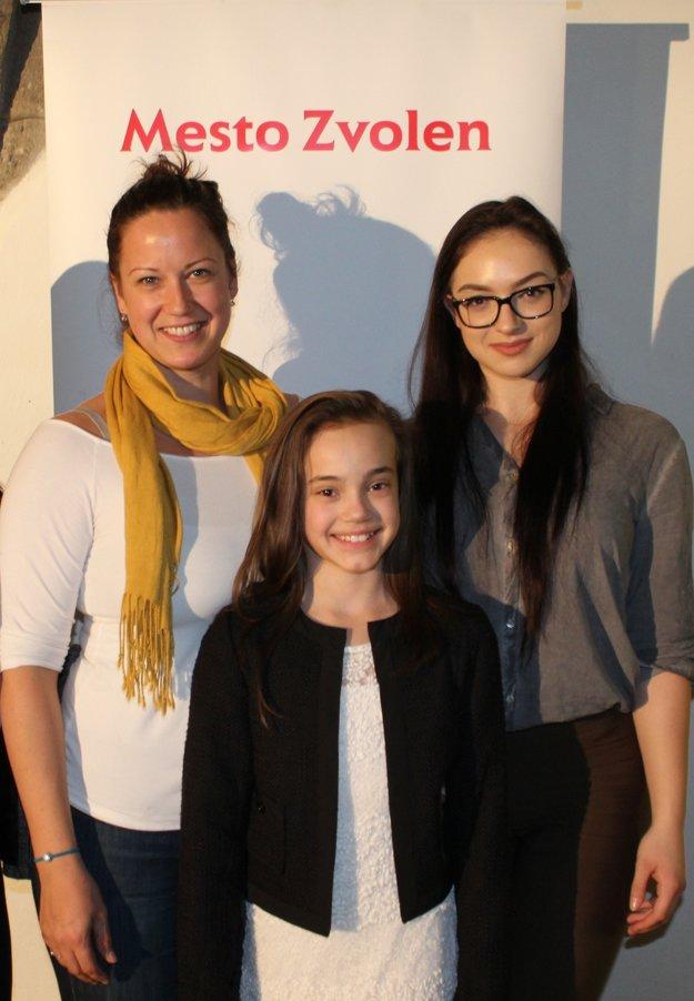 Nelli novodomská (v strede) a Tatiana Kožuchová (vpravo)