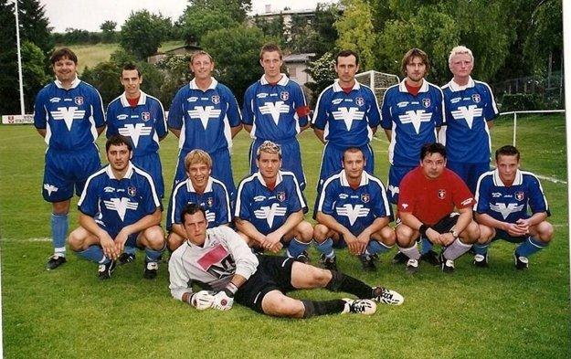 Rakúske roky strávil v tíme SV Marchegg. Na snímke stojí v hornom rade tretí sprava.