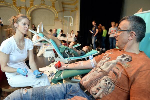 Krv daroval aj riaditeľ Činohry ŠD Košice Milan Antol.