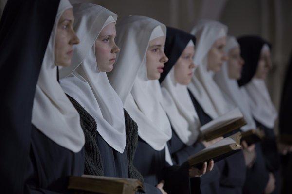 Agnus dei. Film o nevinných mníškach je v našich kinách.