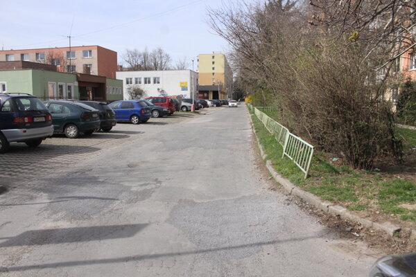 Ulica pripomína tankodrom.