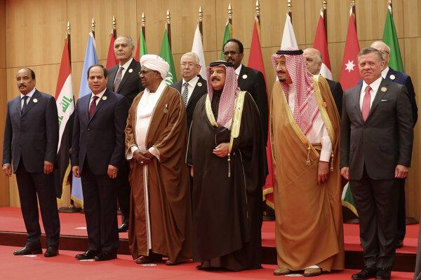 Účastníci výročného summitu Ligy arabských štátov.