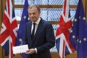 Donal Tusk prebral list od britskej premiérky.
