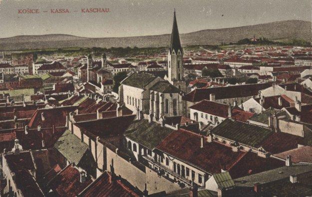 Pohľad na kostol a kláštor dominikánov v Košiciach.