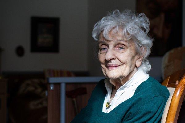 NaďaFöldváriová (1933), hudobná a divadelná historička, publicistka, redaktorka. Pôsobila vo Vydavateľstve krásnej literatúry, neskôr v Ústave divadla a filmu Slovenskej akadémie vied. Je autorkou knihy Dialóg s časom.