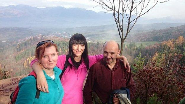 Ratajovci. Keď sa nehrá, tak Tibor vezme svoju ženu Zdenku a dcéru Sašu aj na turistiku.