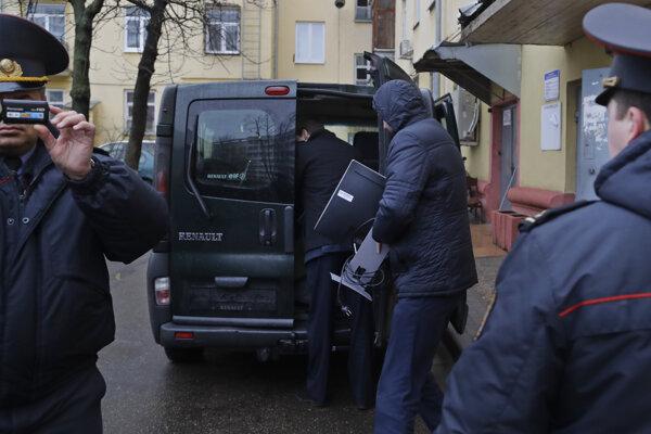 Polícia prehľadala sídlo polície.