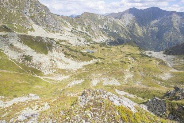 Pohľad zo Žiarskeho sedla do Jamníckej doliny.