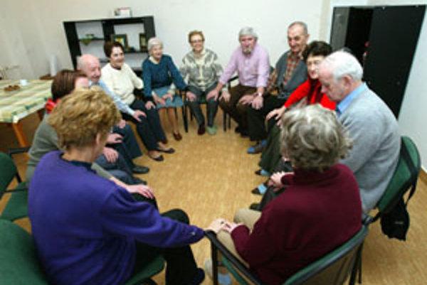 Alzheimerova choroba postihuje ľudí vo vyššom veku.