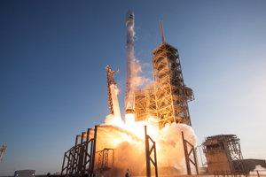Recyklovaná raketa pri štarte.