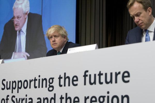 Ministri zahraničia Británia a Nórska - Boris Johnson a Borge Brende - na konferencii v Bruseli.