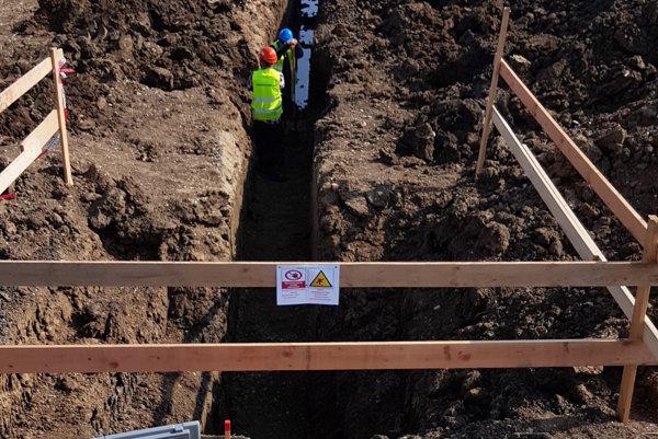 Inšpektori práce robili kontrolu na viacerých pracoviskách stavby.