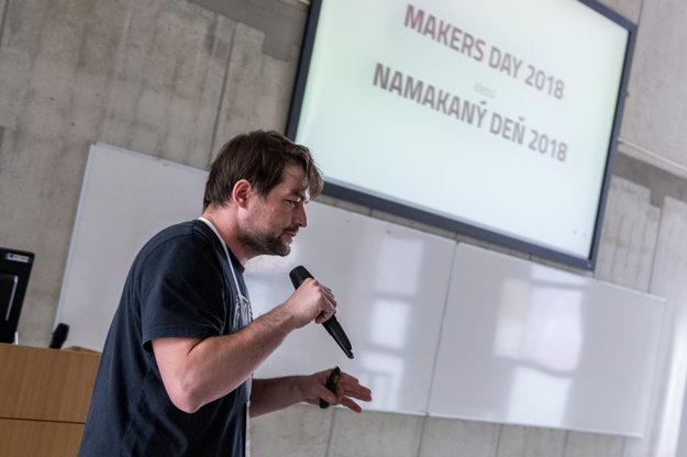 Jeden z organizátorov akcie Miroslav Biňas počas prezentácie.
