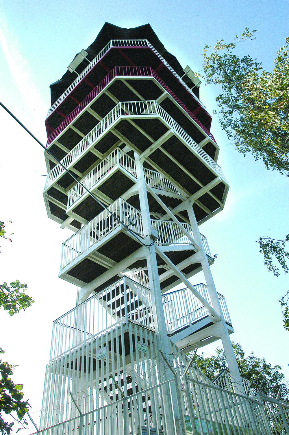 Vyhliadková veža. Hodnotenie: 2-.