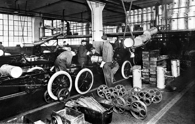 Pásová výroba v Highland Parku, 1913.