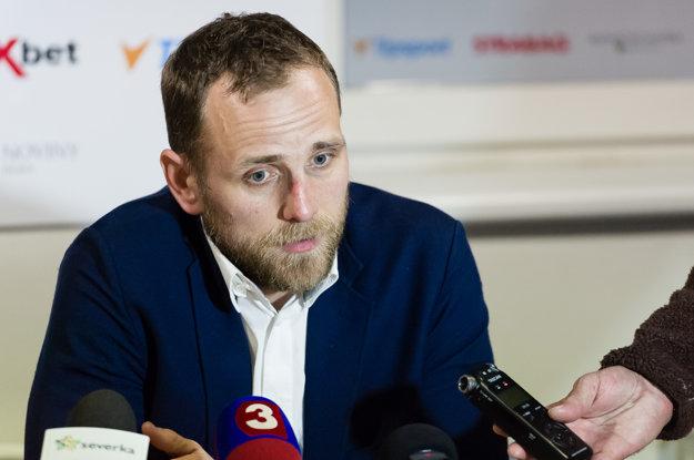 Andrej Kmeč si zrejme bude musieť oprať aj víťaznú košeľu.
