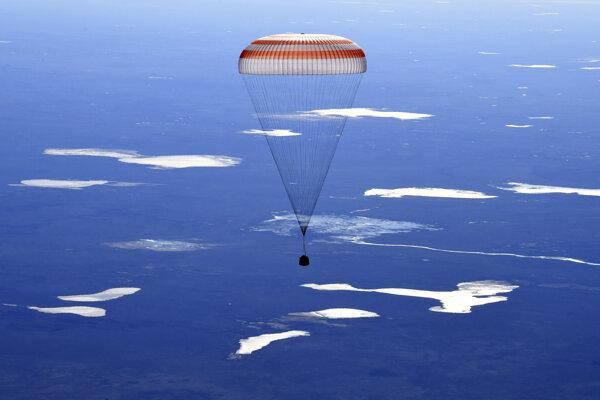 Tím pracoval na ISS od októbra minulého roka.