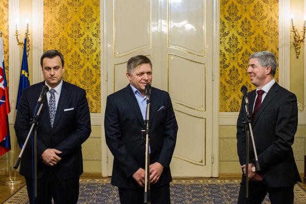 Lídri koaličných strán Andrej Danko, Robert Fico a Béla Bugár by podľa prieskumu Focusu väčšinovú vládu v apríli nevytvorili.