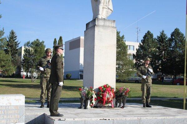 Pietny akt sa konal v Lehote pod Vtáčnikom pri pamätníku.