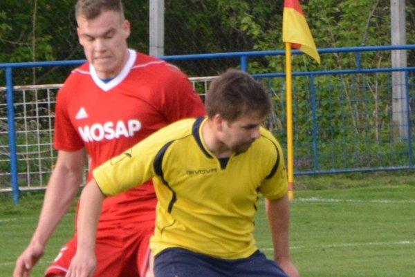 Horné Obdokovce doma porazili Čeľadice, prvý gól vsietil z pokutového kopu Matúš Balážik (v žltom).