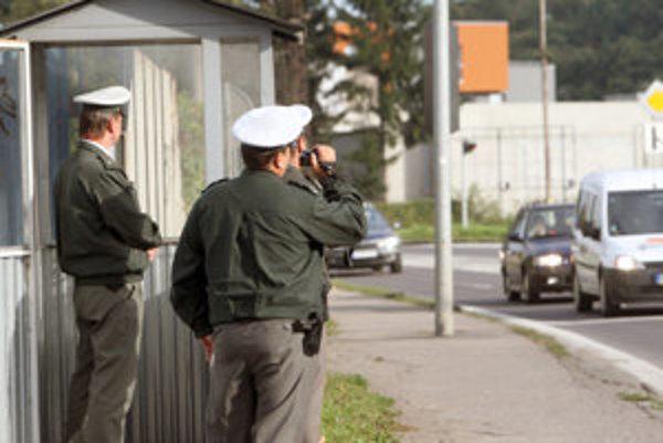 Policajti opäť kontrolovali.