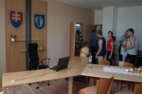 Záujem o prehliadku nových priestorov úradu bol medzi Lazancami veľký.