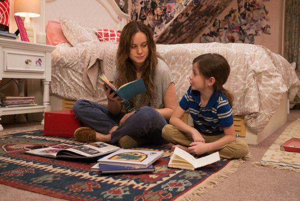Brie Larson a Jacob Tremblay v dráme Izba.