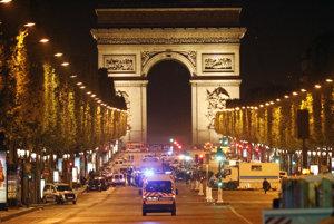 Útok sa stal na rušnej parížskej ulici Champs-Élysées.