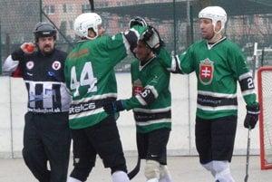 Martin Daniel, Jaro Martinusík a Milan Rampáček s tešia z gólu.