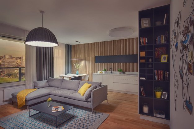 Obývačka s mapou sveta na stene