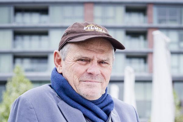 Milan Kňažko (72) je herec a bývalý politik. Bol riaditeľom TV JOJ, ministrom kultúry , podpredsedom vlády a ministrom zahraničných vecí. V marci 2018 bol uvedený do siene slávy v ankete OTO.