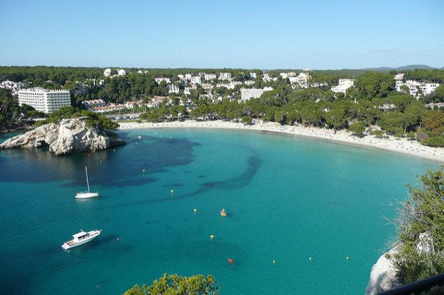 Populárna pláž Cala Galdana.