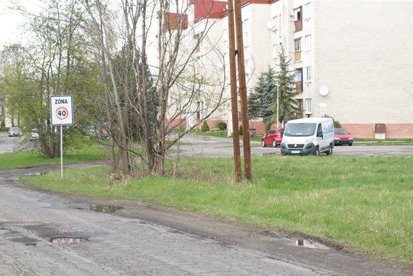 Autobusová zastávka na Palúčanskej ulici.