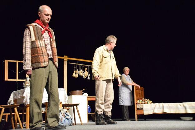 Ilustračná snímka z predstavenia pod názvom Dvaja z 50. ročníka Palárikovej Rakovej.