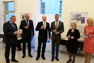 Honorárny konzul Rastislav Puchala na snímke tretí zľava.