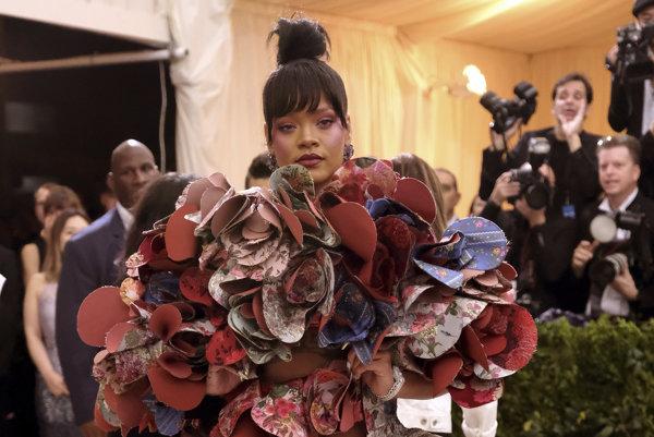 Speváčka Rihanna vystihla tému večera dokonale.