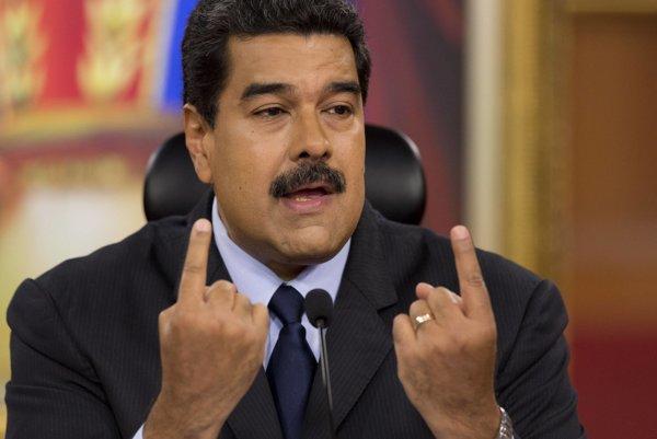 Venezuelský prezident Nicolás Maduro si pri komentovaní amerických prezidentských voleib začal spievať.