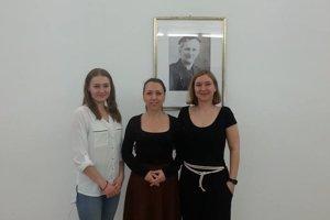 Dáša Ferková (v bielej blúzke), Zuzana Švecová (v strede), Alexandra Harvanová.