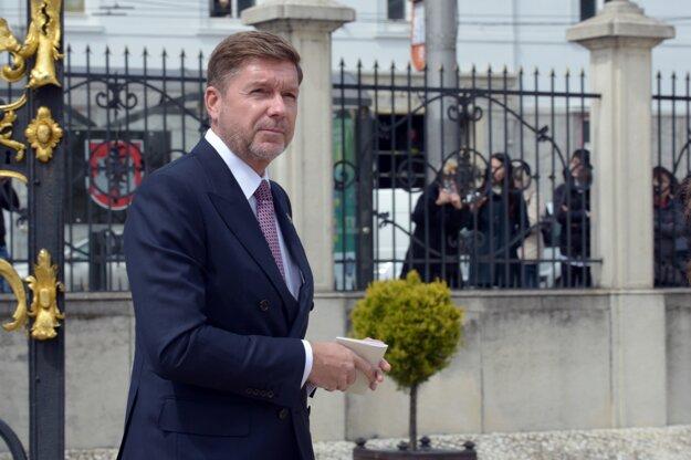 Honorárnemu konzulovi Monaka Miroslavovi Výbohovi ministerstvo zahraničia pozastavilo výkon funkcie.