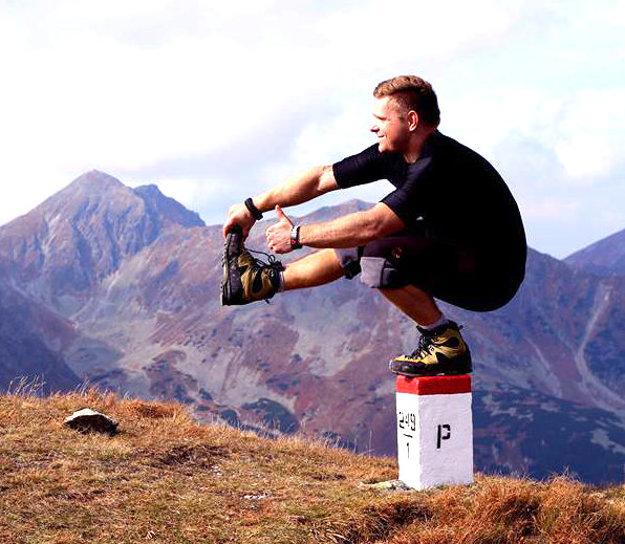 Dvadsaťdeväťročný športovec vrámci kondičného tréningu vTatrách.