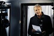 Julian Assange na ekvádorskej ambasáde.