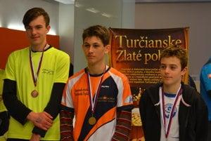 Traja najlepší v kategórií starších žiakov. Vľavo bronzový Tomáš Pytel.