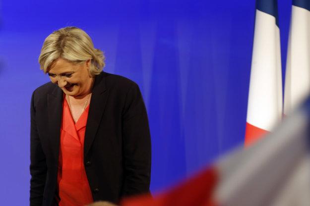 Le Penová poďakovala voličom a pogratulovala Macronovi, nevyhla sa však ani kritike.