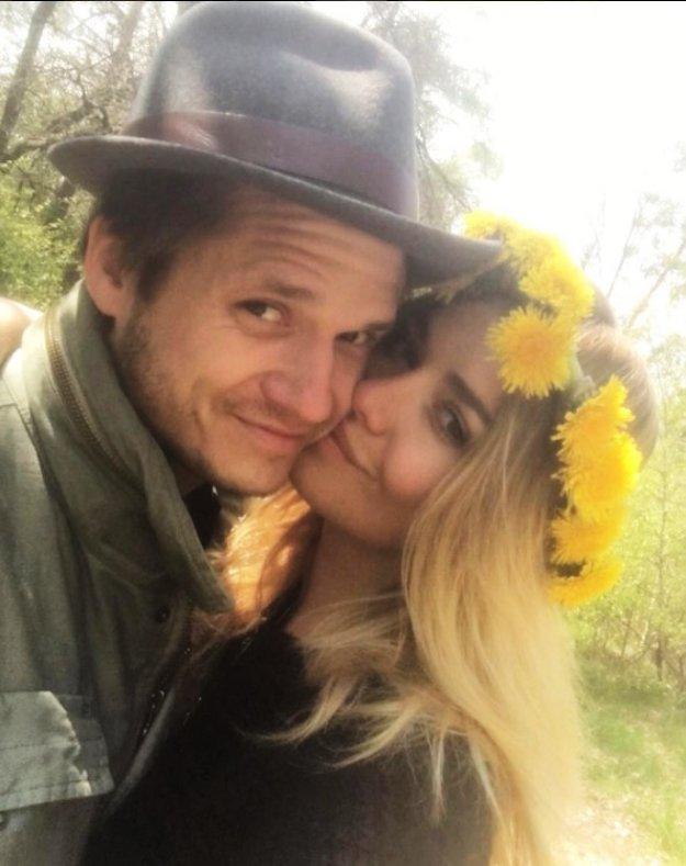 Stále zaľúbení. Bývalá Miss World Táňa Kuchařová a jej manžel Ondřej Gregor Brzobohatý onedlho oslávia prvé výročie svadby. No evidentne si stále užívajú fázu zaľúbenosti a romantiky.