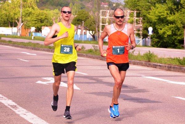 Dvaja najlepší bežci – T. Kopčík (vľavo) aM. Ilavský.