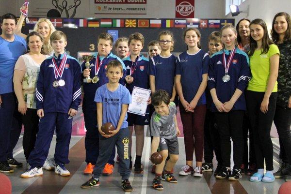 Oravský klub reprezentovalo v Podbrezovej až 12 žiakov a žiačok.