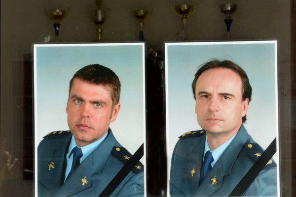 Nebohí hasičskí záchranári. S Radoslavom a Petrom sa kolegovia rozlúčia v utorok.